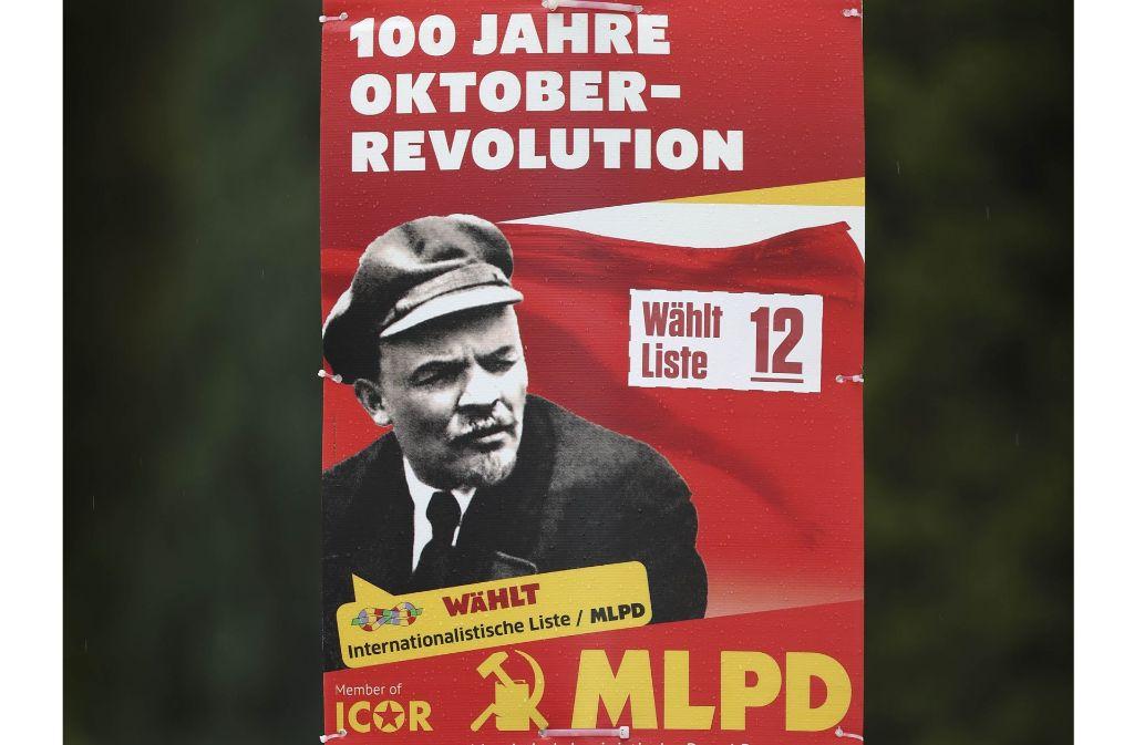 Revolutionsjubiläum bei der MLPD, Klosprüche der Piraten, Vrische Luft von  V³ oder Zündstoff  aus der Mitte – die aktuellen Bundestagswahlplakate haben einige Kuriositäten zu bieten. Foto: Gottfried Stoppel