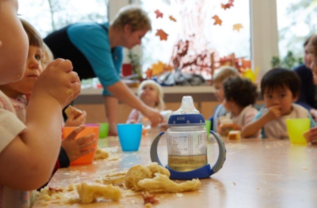 Gemeinsam schmeckt's besser – diese Kinder sind gut versorgt. Foto: dpa
