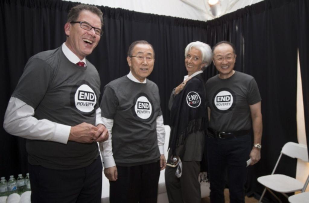 Bundesentwicklungsminister Gerd Müller (links) mit IWF-Chefin Christine Lagarde (zweite von rechts), dem Präsidenten der Weltbank Jim Yong Kim (rechts) und  UN-Generalsekretär Ban Ki Moon (zweiter von links) beim Earth Day in Washington. Foto: IMF