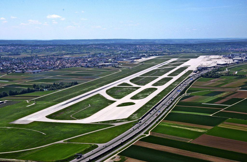 Rund um den Flughafen, an den Stuttgart, Filderstadt und Leinfelden-Echterdingen stoßen, könnte in Zukunft ein Gewerbegürtel entstehen. Foto: Horst Rudel