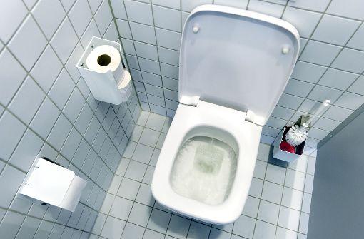 Dieb schließt sich in Damentoilette ein