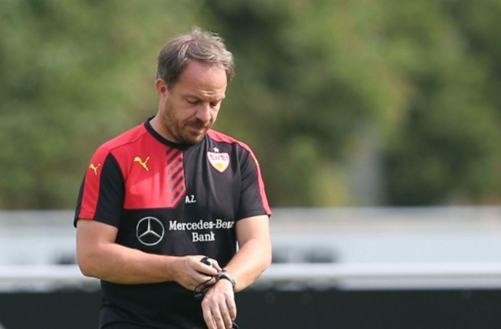 VfB-Trainer Alexander Zorniger steht vor seinem Pflichtspiel-Debüt – der ersten Runde des DFB-Pokals. Foto: Pressefoto Baumann