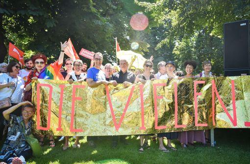 "Demonstranten fordern   ""klare Kante"" gegen AfD"