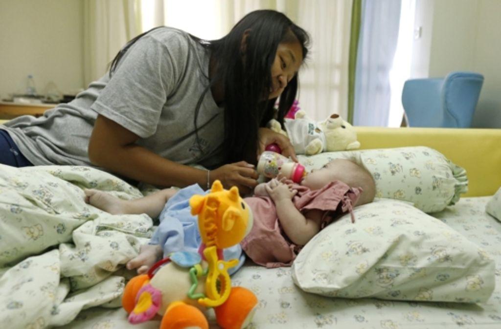 Baby Gammy mit seiner thailändischen Leihmutter Foto: dpa
