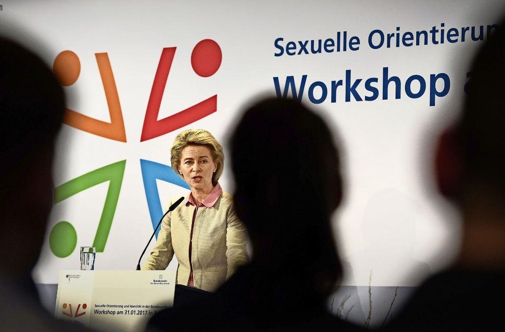 Verteidigungsministerin von der Leyen zum Auftakt des Workshops über sexuelle Orientierung. Foto: dpa