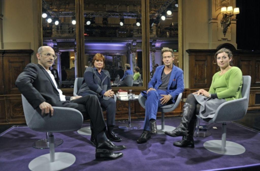 """(v.l.) Maxim Biller, Christine Westermann, Volker Weidermann und Juli Zeh vom neuen """"Literarischen Quartett"""". Foto: dpa/ZDF"""