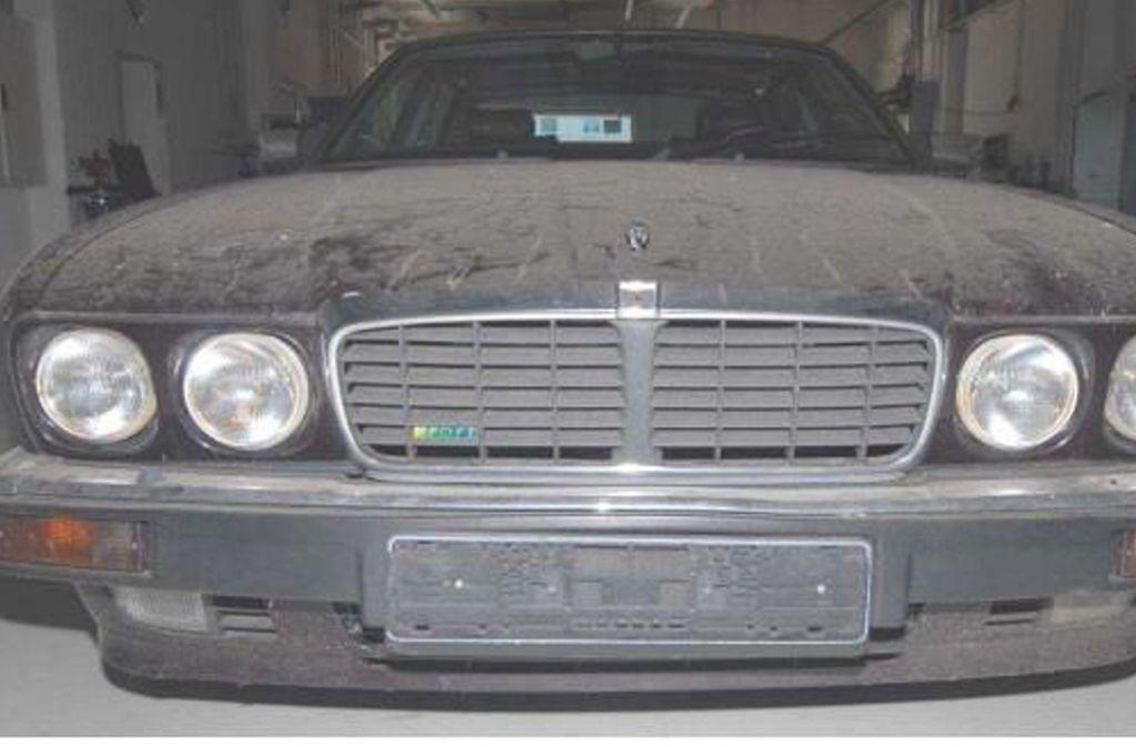 """Der Tatverdächtige hat laut Ermittlern  zur """"tatkritischen Zeit"""" einen dunkelroten oder aubergine-farbenen Jaguar XJR 6 genutzt. Foto: dpa/--"""