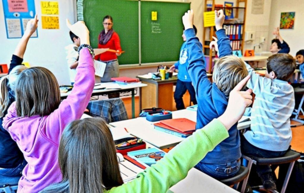 Den Schülern der Geschwister-Scholl- Schule in Tübingen wird es egal sein, nach welcher Berechnungsgrundlage ihre Lehrerin vor ihnen steht. Der Staat erhofft sich jedoch von dem Modellversuch einen effizienteren Einsatz der Lehrerstellen. Foto: dpa