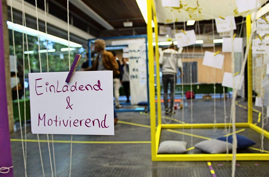 In großen Würfeln haben Studenten ihre Wünsche  visualisiert. Foto: Jacqueline Fritsch