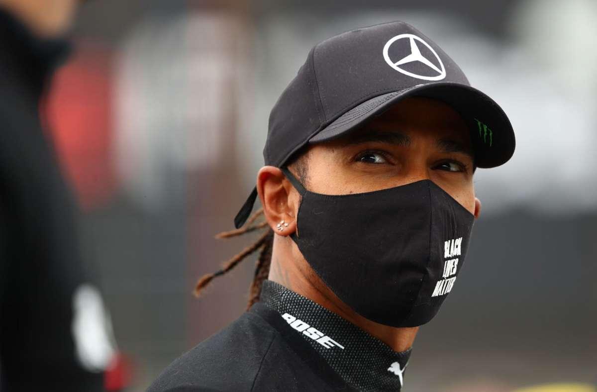 Der Brite Lewis Hamilton bleibt auch 2021 Rennfahrer  für Mercedes. (Archivbild) Foto: AFP/BRYN LENNON