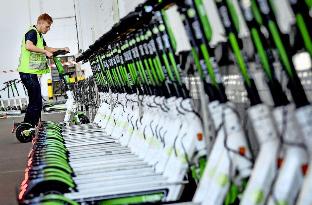 Die Roller sind laut der Verleihfirma für harte Winterbedingungen gemacht. Foto: dpa//Pedersen (Symbolbild)