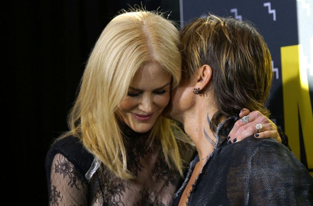 Preisträger Keith Urban zeigte sich verliebt mit Ehefrau Nicole Kidman. Foto: Invision