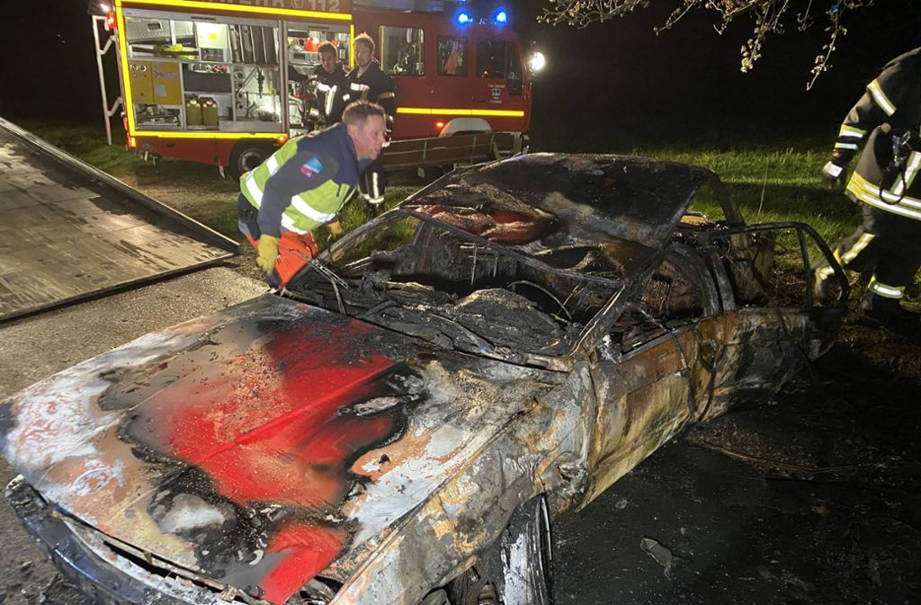 Der BMW ist völlig ausgebrannt. Foto: 7aktuell.de/Alexander Hald