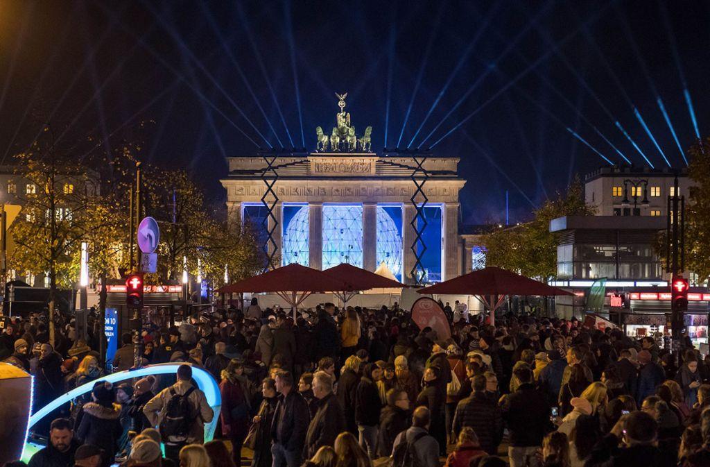 Die Bühnenshow vor dem Brandenburger Tor Foto: epd/Christian Ditsch