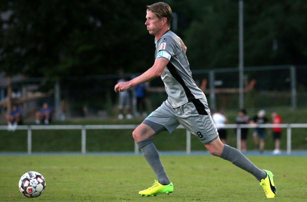 Kapitän Tobias Feisthammel von den Stuttgarter Kickers will den ersten Heimsieg. Foto: Pressefoto Baumann