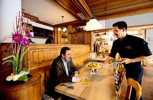 In der Brauereigaststätte Dinkelacker gibt's Bier auch auf dem Teller