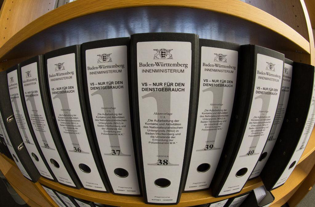 Ein Teil der Akten, die der NSU-Untersuchungsausschuss gesichtet hat. Foto: dpa