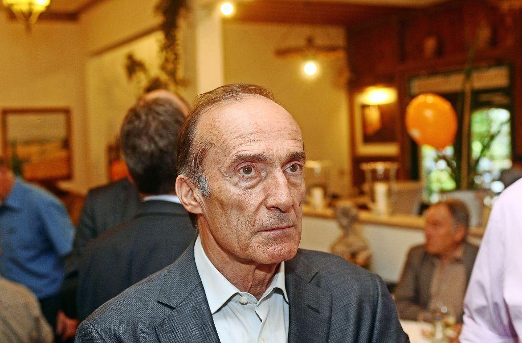Eberhard Gienger (CDU) guckt bedröppelt, weil er Punkte verliert. Das Direktmandat holt er trotzdem. Foto: