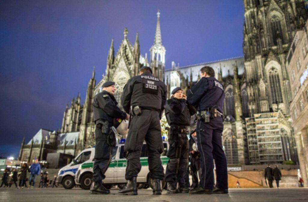 Die Kölner Polizei hat nach den Übergriffen in der Silvesternacht ihre Präsenz am Bahnhof verstärkt. Foto: dpa