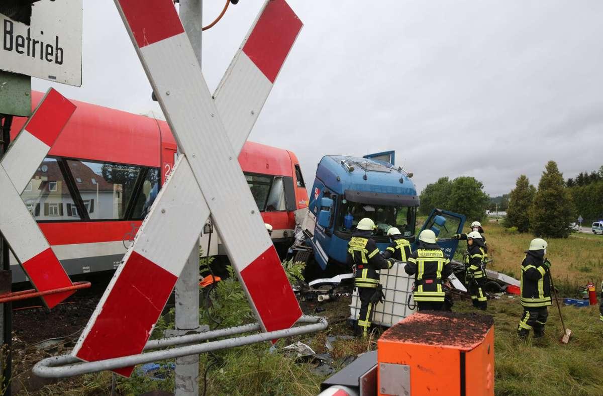 Laut Polizei kam es zu dem Unfall, weil die Bahnschranken nicht – wie vorgesehen – geschlossen worden waren. Foto: 7aktuell.de/Thomas Warnack/7aktuell.de | Thomas Warnack