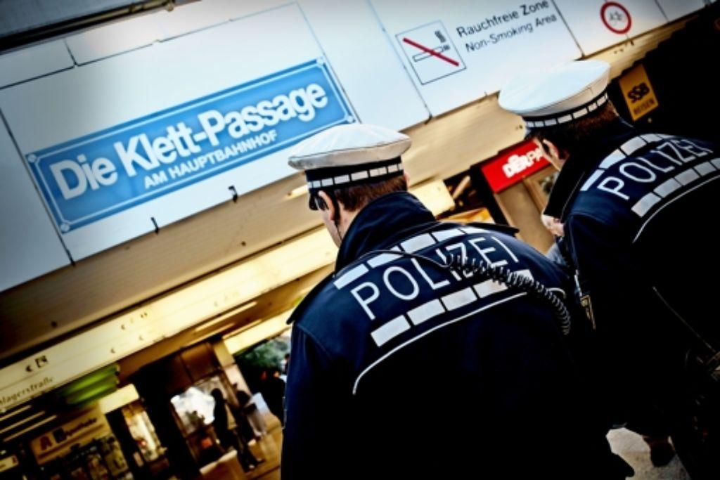 Streifen der Landes- und der Bundespolizei sind an den Orten unterwegs gewesen, über die Bürger klagten. Foto: Lichtgut/Leif Piechowski