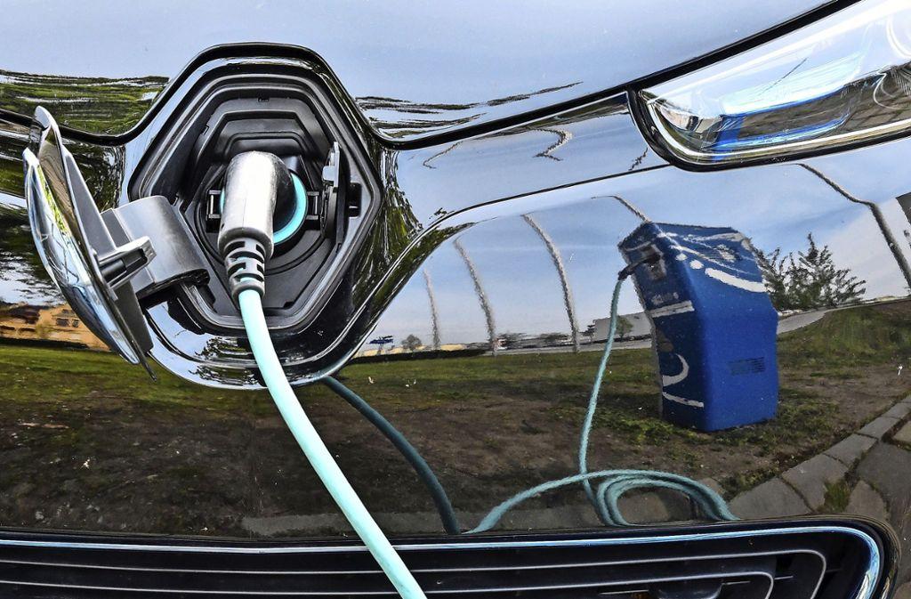 Die Autohersteller wollen in den kommenden Monaten und Jahren zahlreiche E-Autos auf den Markt bringen. Foto: dpa/Patrick Pleul