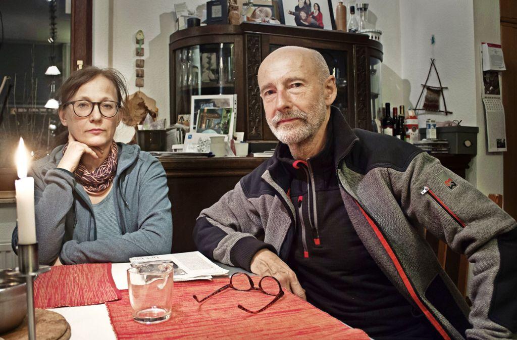 Wochenende: Rüdiger Hofmann und seine Frau Anne in ihrem Wohnzimmer in Dresden. Foto: Fabian Franke