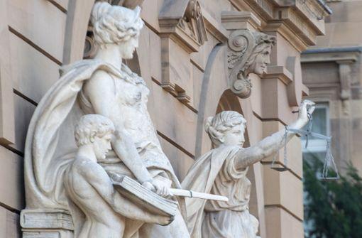 Frau und Bruder wegen Mordes vor Gericht
