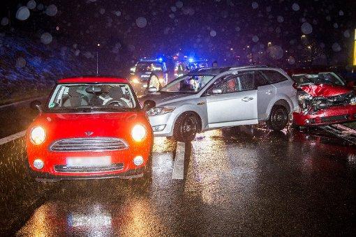 Blitzeis sorgt für schweren Unfall mit vier Autos