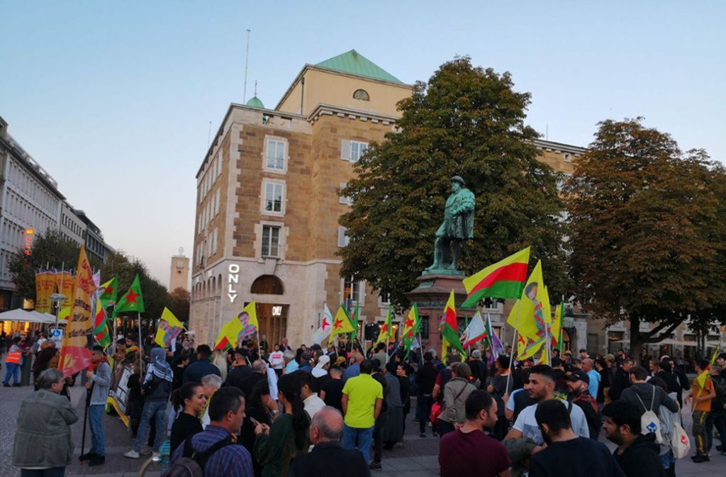 Zuletzt kam es bei den Kurden-Demonstrationen in Stuttgart auch zu Auseinandersetzungen mit der Polizei. Foto: Andreas Rosar/Fotoagentur Stuttgart