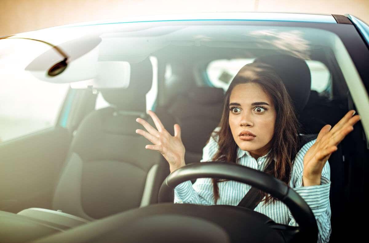 Erfahren Sie, wann langsames Fahren strafbar ist. Alle Mindestgeschwindigkeiten im Überblick. Foto: Dragana Gordic / Shutterstock.com