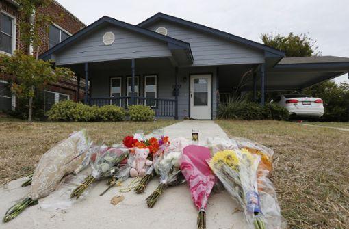 Dunkelhäutige Frau im eigenen Haus erschossen