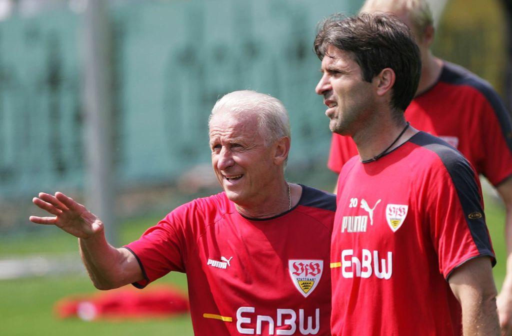 Giovanni Trapattoni (links, mit Zvonimir Soldo) feiert an diesem Sonntag seinen 80. Geburtstag. Von Juli 2005 bis Februar 2006 stand er kurzzeitig auch beim VfB Stuttgart an der Seitenlinie – und sorgte mit seinen Anweisungen oftmals für fragende Blicke. Foto: AP