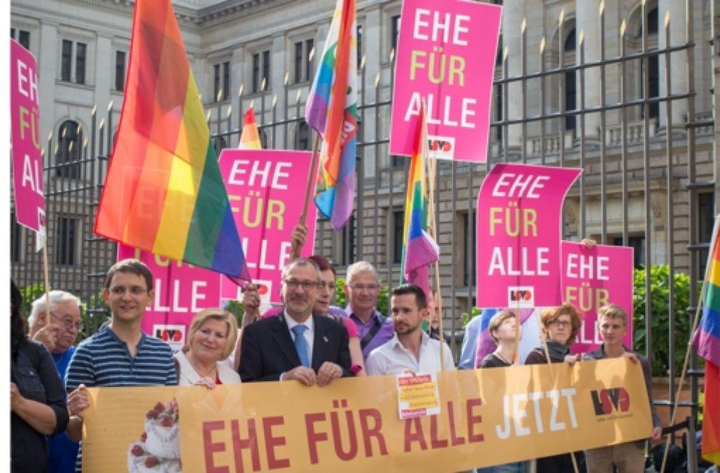 Der Bundesrar setzt Schwarz-Rot in Sachen Homo-Ehe unter Druck.  Foto: dpa