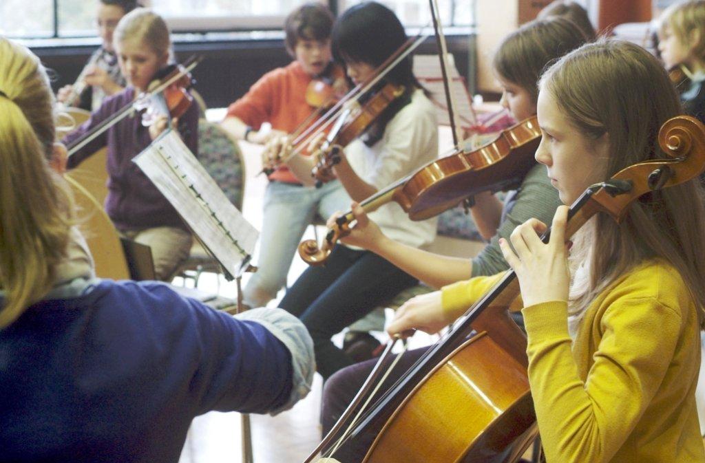 Von Klassik bis Popmusik bietet die Jugendmusikschule alles an – auch beim Ball. Foto: Stadt Leonberg