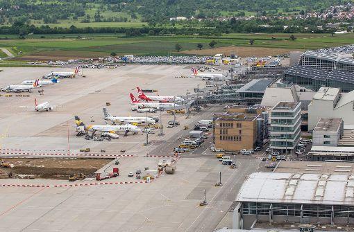 Trio überhäuft Flughafen Stuttgart mit Beschwerdebriefen