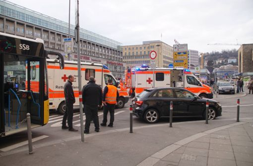 Bus-Unfall vor dem Hauptbahnhof fordert zwei Verletzte