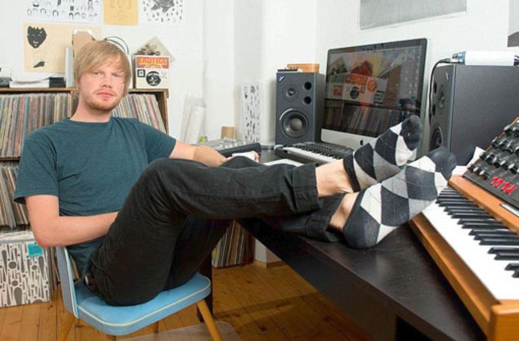 Der Musikproduzent Felix Göppel alias Dexter, liefert die Musik zu den Hits von Cro und Casper. Foto: dpa