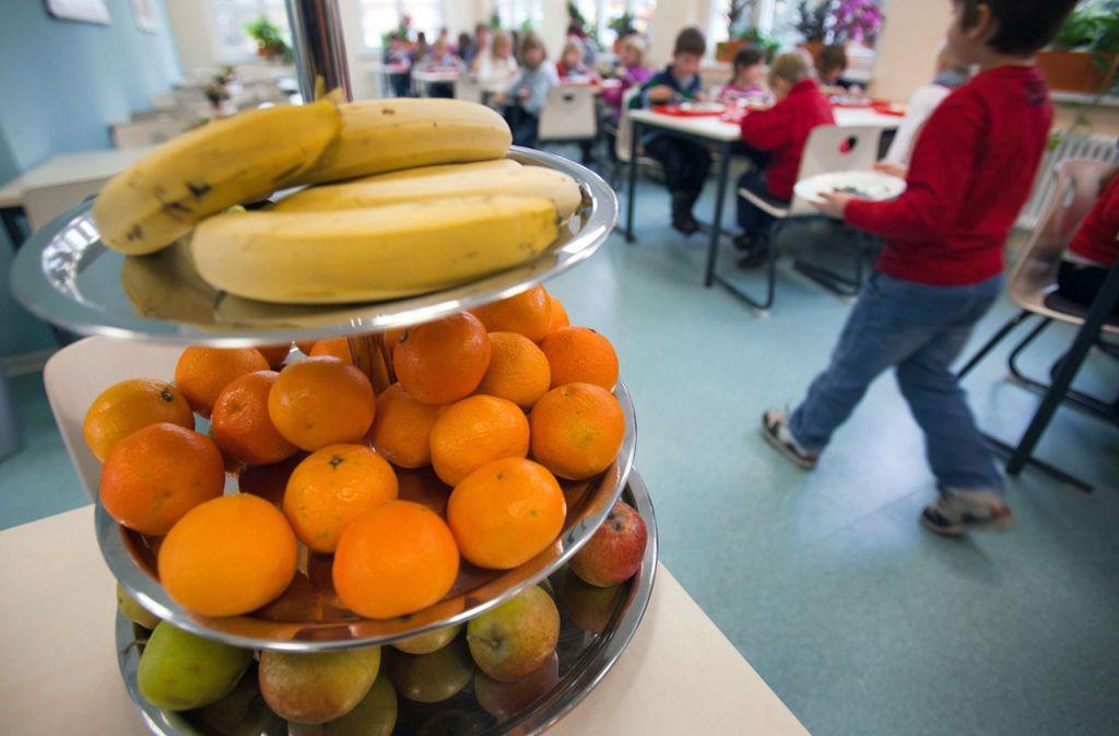 Laut einer aktuellen Umfrage im Auftrag des Bundesernährungministeriums ernähren sich die meisten Deutschen gerne gesund – aber stimmt das auch? Foto: dpa-Zentralbild