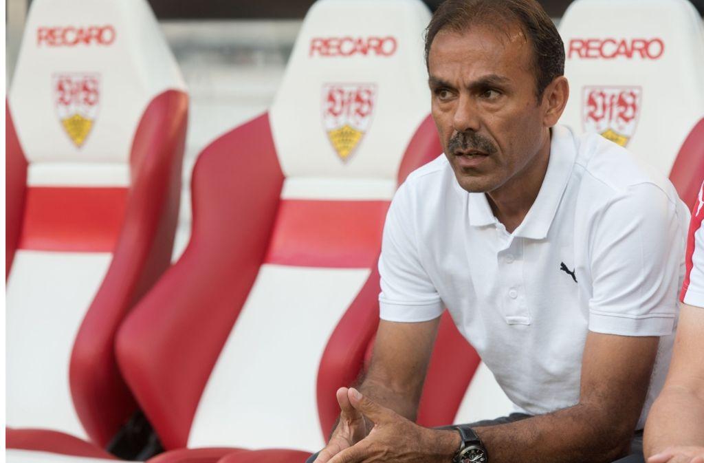Sitzt nicht mehr auf der VfB-Trainerbank: Jos Luhukay. Foto: dpa