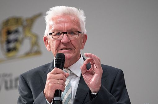 Winfried Kretschmann droht mit  Ausweispflicht in Gasthäusern