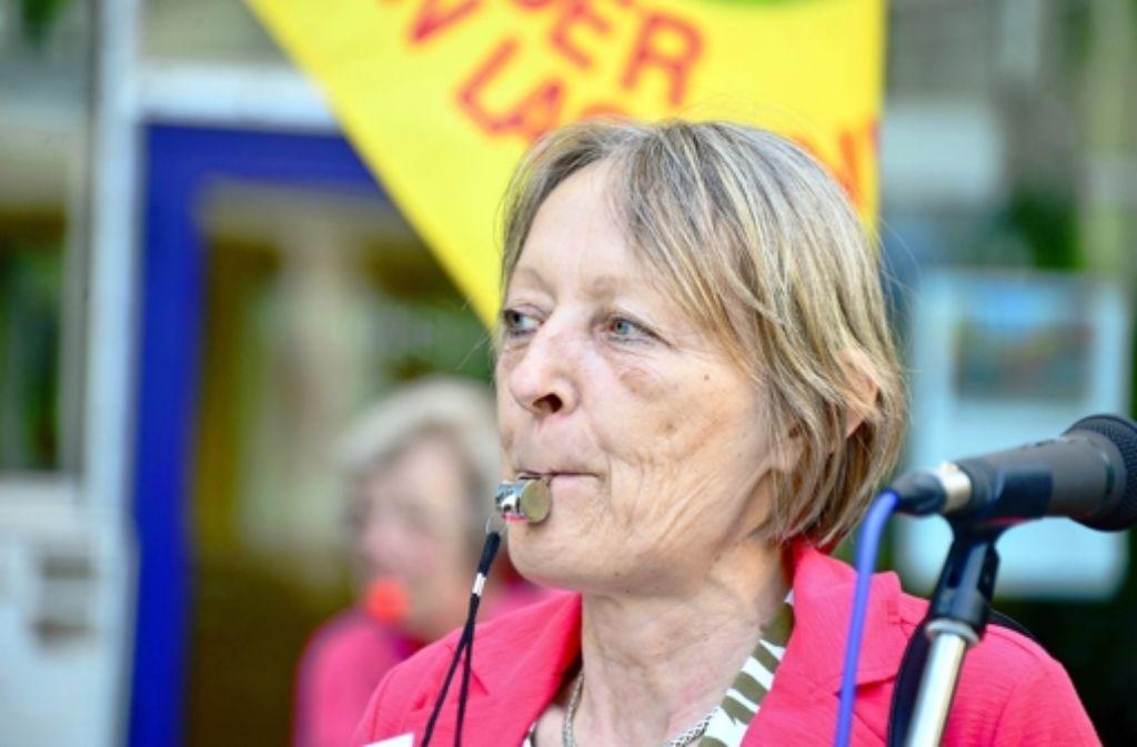 Die Initiatorin Claudia Moosmann beim Anpfiff zum 150. Schwabenstreich. Foto: Norbert J. Leven