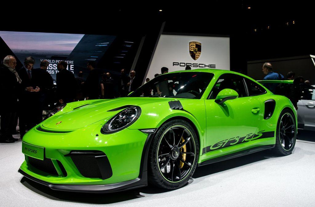 Auf dem Genfer Autosalon hat der Stuttgarter Autobauer Porsche unter anderem den 911 GT3 RS präsentiert. Foto: Getty Images Europe