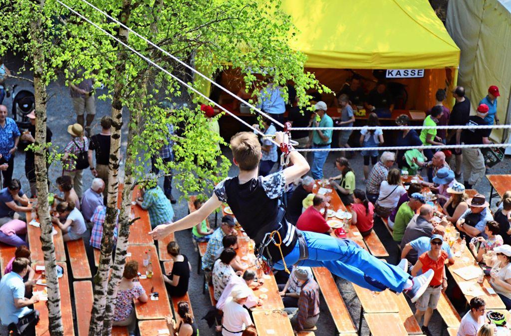 Mit Vorführungen beim Bergfest im Stettener Klettergarten, wie hier 2018, gibt der Alpenverein Einblicke in das Spektrum seiner Angebote. Foto: Patricia Sigerist