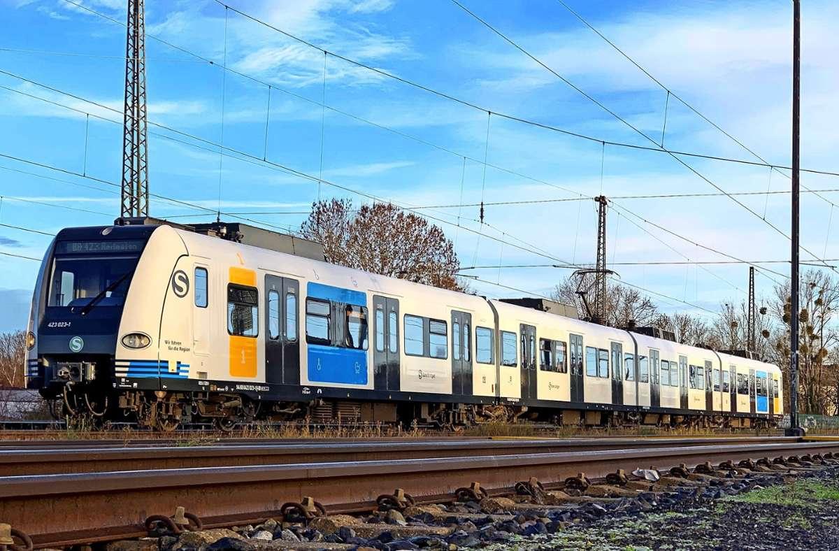Kein Modell, sondern in echt: So sieht die neue S-Bahn aus, das Fahrzeug der Baureihe ET 423 wird nun im laufenden Betrieb eingesetzt. Foto: S-Bahn Stuttgart/Dominik Schleuter