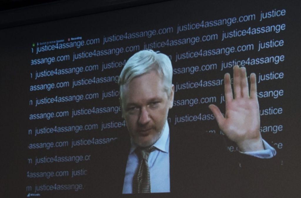 Julian Assange bei der Pressekonferenz am Freitag. Foto: EPA