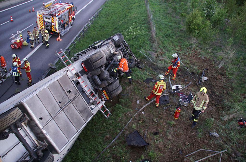Auf der A8 gab es am Donnerstagmorgen gegen 5.40 Uhr einen Unfall. Foto: SDMG