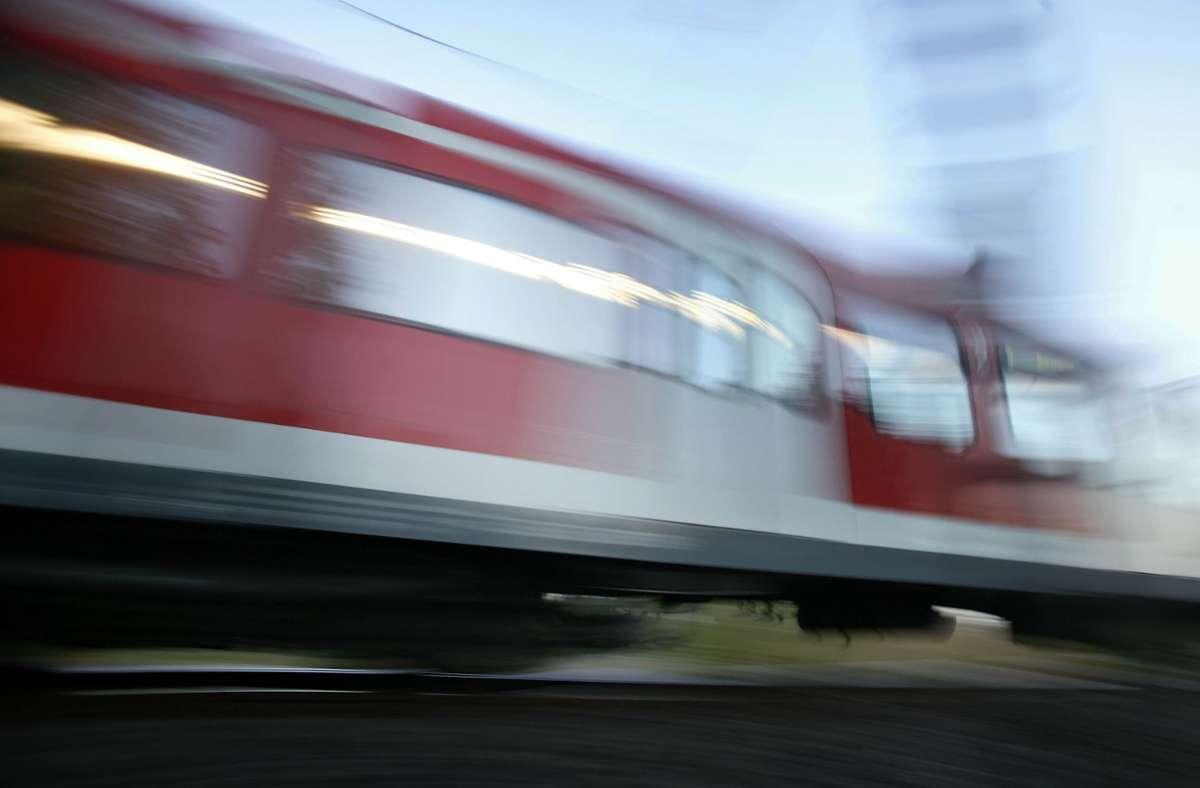 In der S-Bahn Richtung Stuttgart hat es Handgreiflichkeiten gegeben. Foto: Gottfried Stoppel