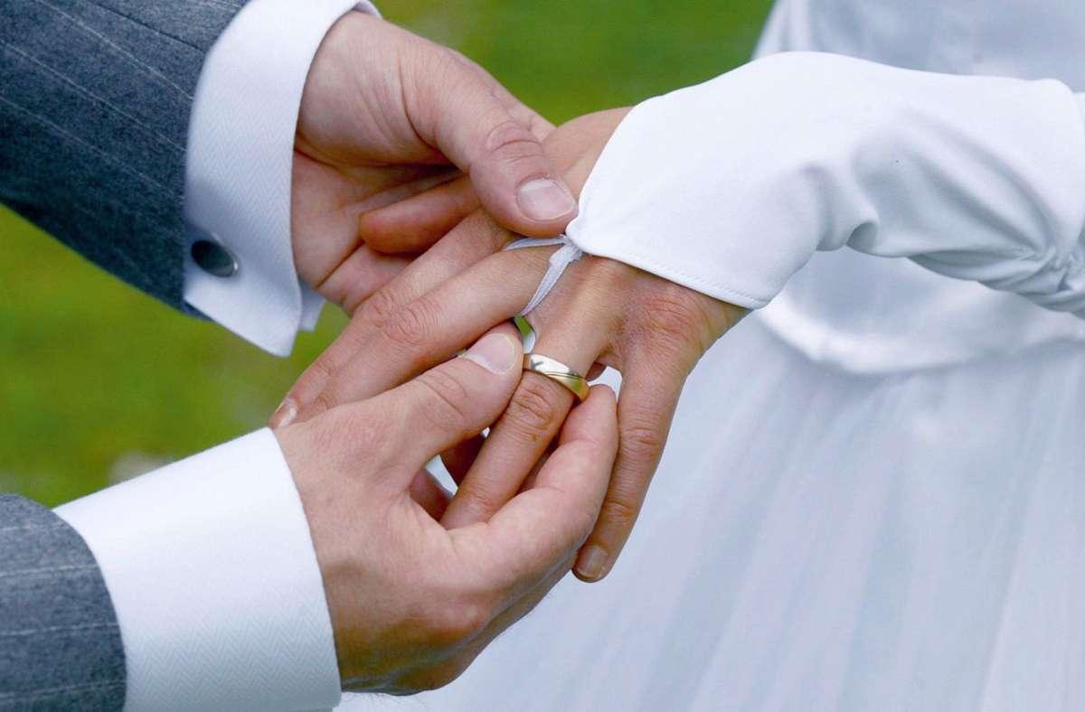 Wie heiraten? Antworten gibt's in der Stadtkirche Foto: dpa/Andreas Lander