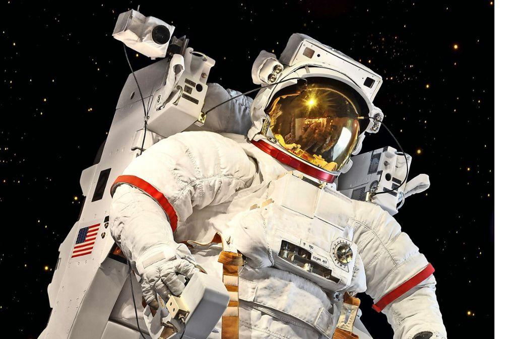 Abgehoben: Böblingens OB Stefan Belz holt einen Astronauten in die Stadt Foto: